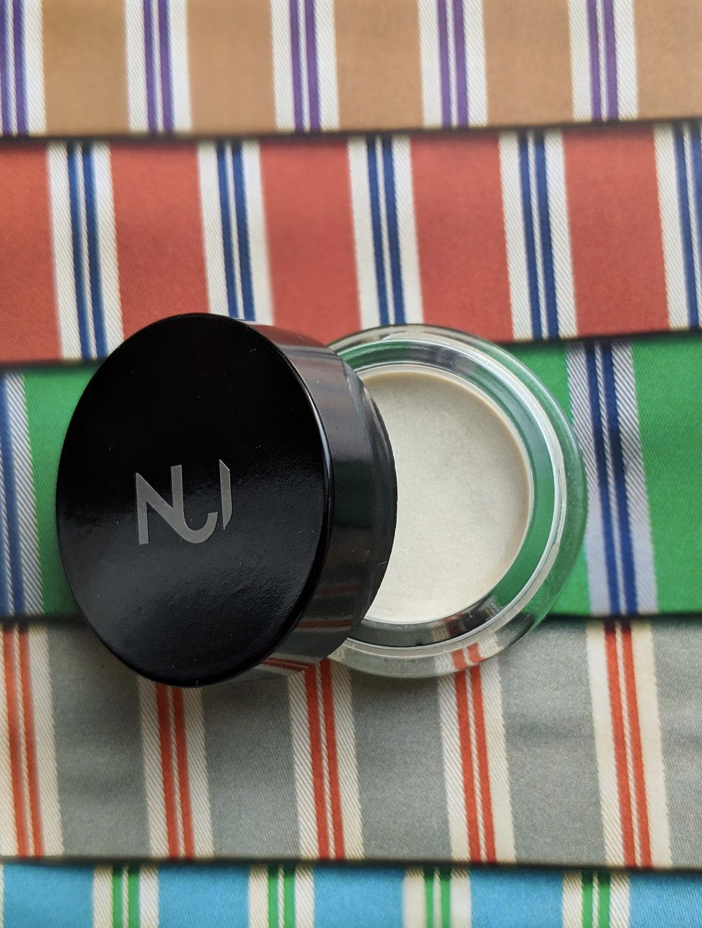 5. NUI Cosmetics Illusion Cream Eye Shadow, HUKARERE - This product really impressed me. It is a natural looking creamy eye shadow that makes your eyelids look dewy. Perfect for those who don't like glitter and color on their eyes but still want a subtle drama. 100% natural and vegan.€34