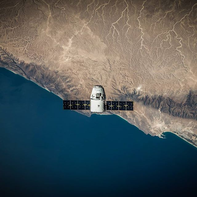 If we zoom out and look at our planet from space then borders, countries and religions don't matter. Nothing that separates us in any way matters. We are then just humans or simulations, whichever you believe is true. 🧡 Image: SpaceX . . . . . . . . . . #ecologylife #greenstyle #greenlife #greenlifestyle #greennature #greenfashion #ecolifestyle #minimalstyle #minimalfashion #minimalist #instastyle #vegan #ethicalstyle #consciousfashion #fairtrade #ethicalshopping #plantbased #vegancommunity #veganfashion #ethicalfashion #fairfashion #okololashop #berlinvegan #veganbeauty #hamburgvegan #sustainablefashion #sustainableliving #consciouslifestyle