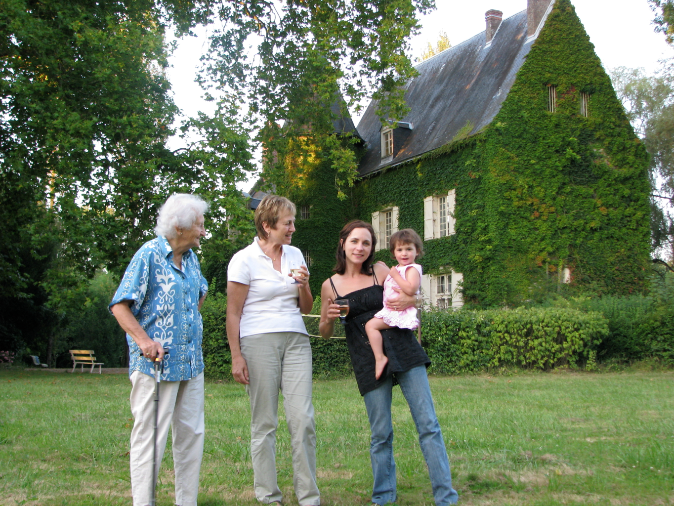 4 generations, 1 chateau, loire valley, FR