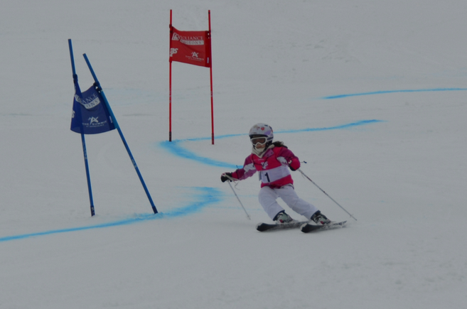 little girl, giant slalom