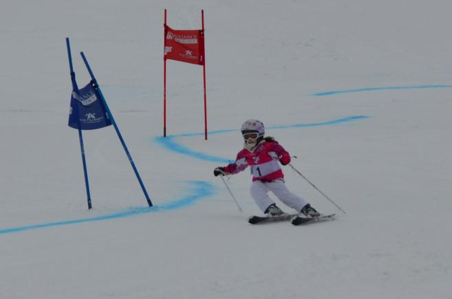 little girl, giant slalom