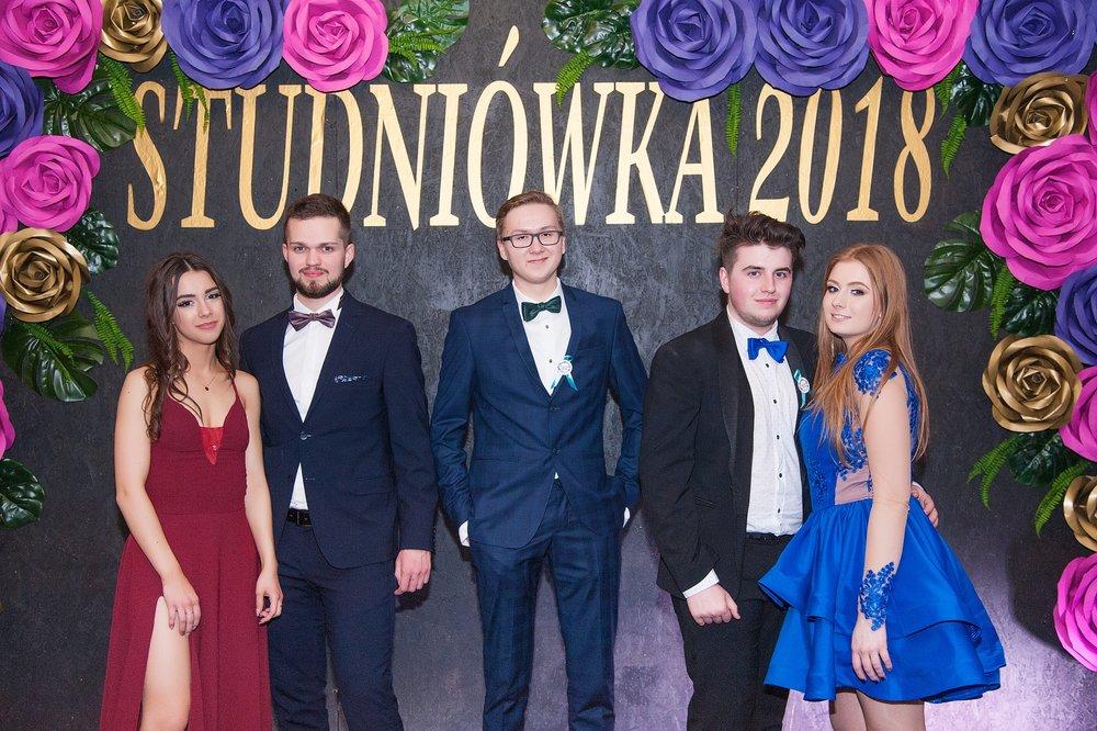 0139_100dniowka_studniowka_kalisz_IIILO_im_kopernika_zdjecia_par_scianka__7322.jpg