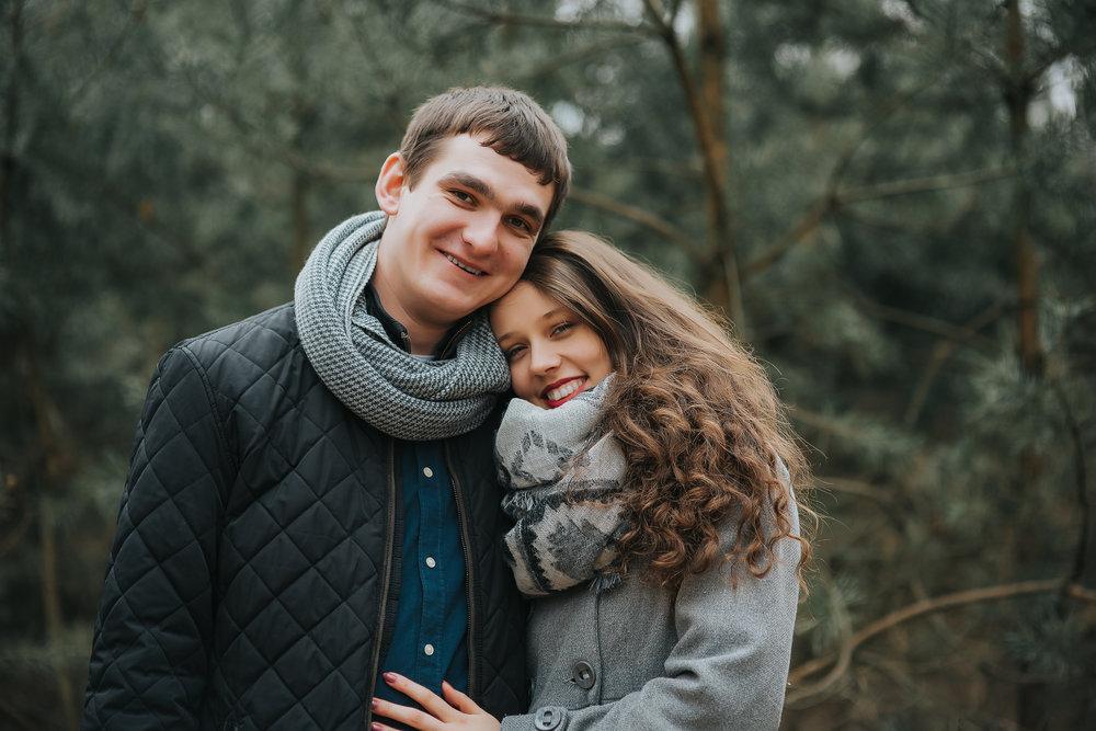 0009_Anna&Lukasz_sesja _narzeczenska_ostrow_wlkp_piaski_las_jezioro_______fotografia_slubna_www_amfoto_pl_DSC_6696.jpg
