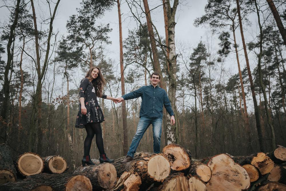 0097_Anna&Lukasz_sesja _narzeczenska_ostrow_wlkp_piaski_las_jezioro_______fotografia_slubna_www_amfoto_pl_DSC_6784.jpg