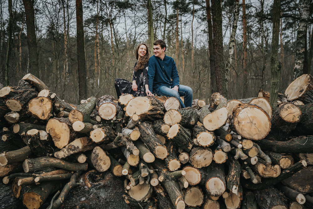 0106_Anna&Lukasz_sesja _narzeczenska_ostrow_wlkp_piaski_las_jezioro_______fotografia_slubna_www_amfoto_pl_DSC_6793.jpg