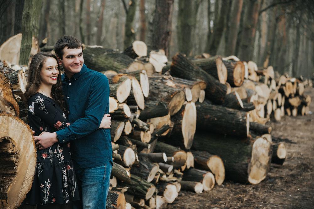 0185_Anna&Lukasz_sesja _narzeczenska_ostrow_wlkp_piaski_las_jezioro_______fotografia_slubna_www_amfoto_pl_DSC_6872.jpg