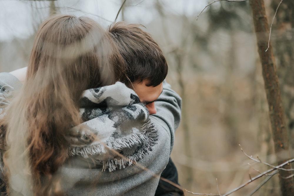 0221_Anna&Lukasz_sesja _narzeczenska_ostrow_wlkp_piaski_las_jezioro_______fotografia_slubna_www_amfoto_pl_DSC_6908.jpg