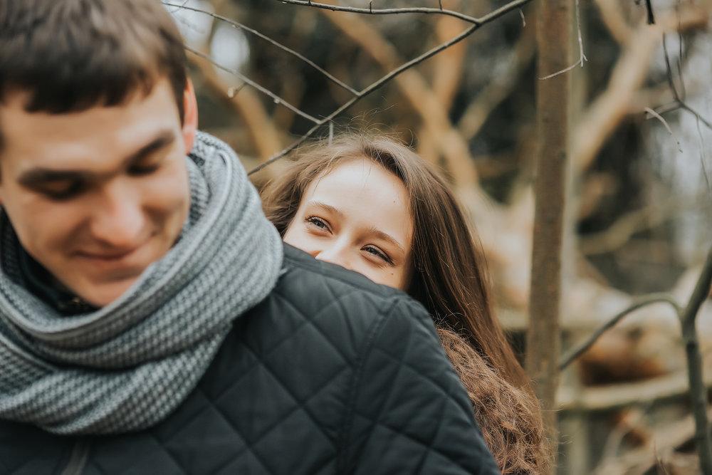 0241_Anna&Lukasz_sesja _narzeczenska_ostrow_wlkp_piaski_las_jezioro_______fotografia_slubna_www_amfoto_pl_DSC_6928.jpg