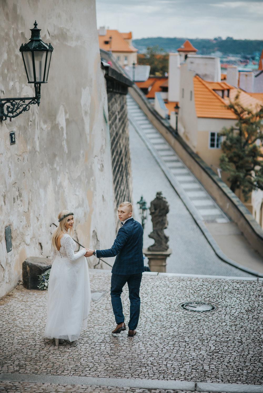 0130_Sara&Sebastian________sesja_poslubna_czechy_praga_most_karola_hradczany_fotografia_slubna_www_amfoto_pl_DSC_1808.jpg
