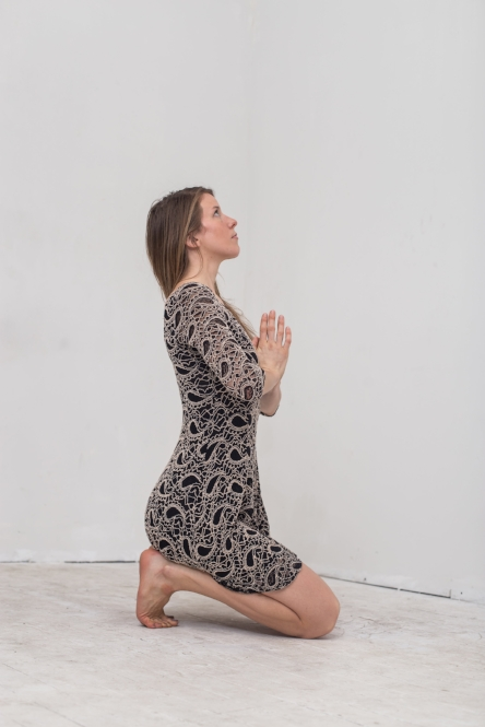 Practicing vajrasna, the holy grail of foot arch toning!