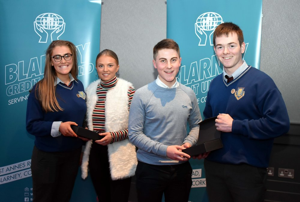 Current Head Prefects Eve Dorney and Conor Vaughan present past Head Prefects Aisling O' Leary and Denis O' Sullivan with a token of gratitude.