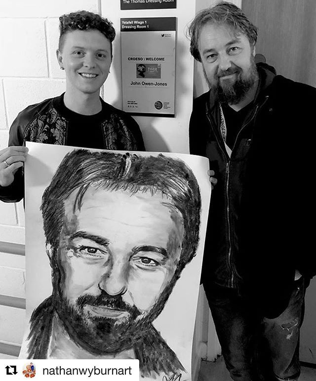 #Repost @nathanwyburnart ・・・ ‪An honour to present star of @tigerbaythemusical @thecentre  @johnowenjonesofficial with his coal art!! #TigerBay #Musical #Art ‬#bay #wales #welsh #musical #cardiff #theatre #coal #coalart #actor #portrait #gift #wmc #walesmilleniumcentre #butetown #cardiffbay