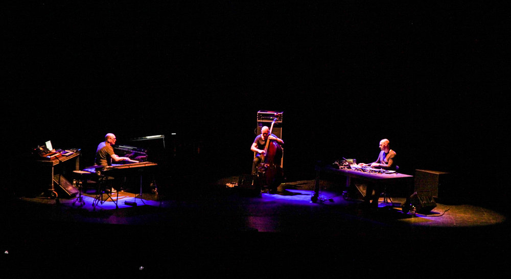 TRIALOGUE (Bugge Wesseltoft, Henrik Schwarz & Dan Berglund). Pic by Marta Vilardell. Lágrimas by Vanity Dust & friends.