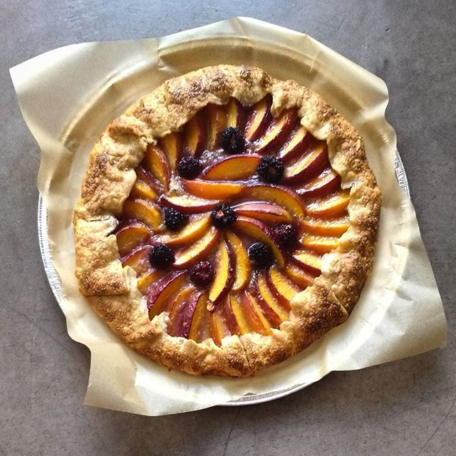 Blackberry nectarine galette with 30% local Khorasan crust. Happy birthday @monunez_ 🎂! #smallbatchabakery #bakery #tucson #arizona #galette #nectarine #blackberry #wholegrainbaking #khorasanflour #bkwfarms #bakingwithlocalflour