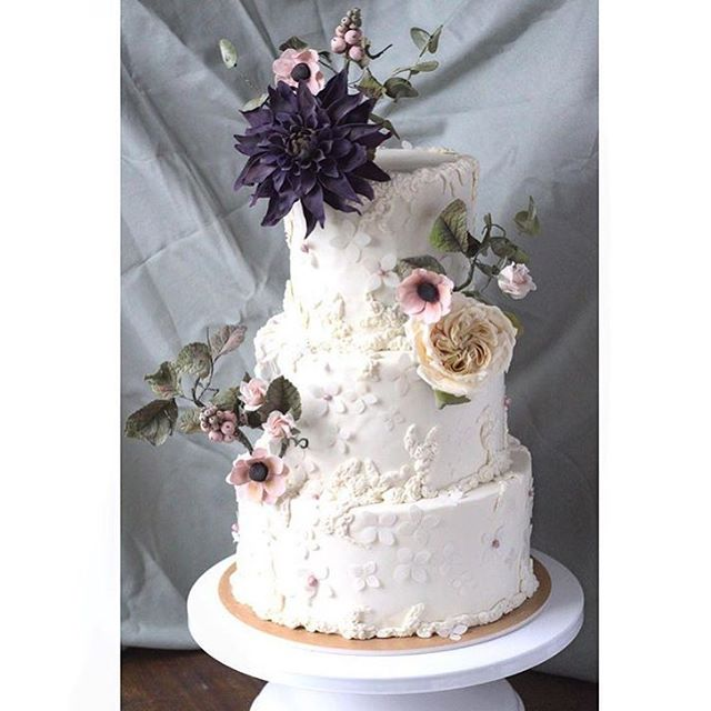 Happy National Cake Day! Can you believe everything on this cake (every flower, every petal) is made by hand!?! Incredible work from one of our newest members @trouvaillebakery 🌸🎂🌺!#madeindc #madeintastelab #nationalcakeday.  _______________ #letthemeatcake #tooprettytoeat #handmade #cakedecorating #weddingcake #wow #dceats