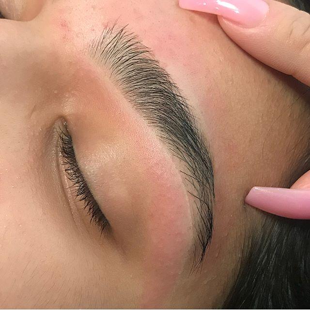 😍 my gosh @kekakeeks_ working magic on dem brows. #browsbykeeks #dallasbrows #brows #texas