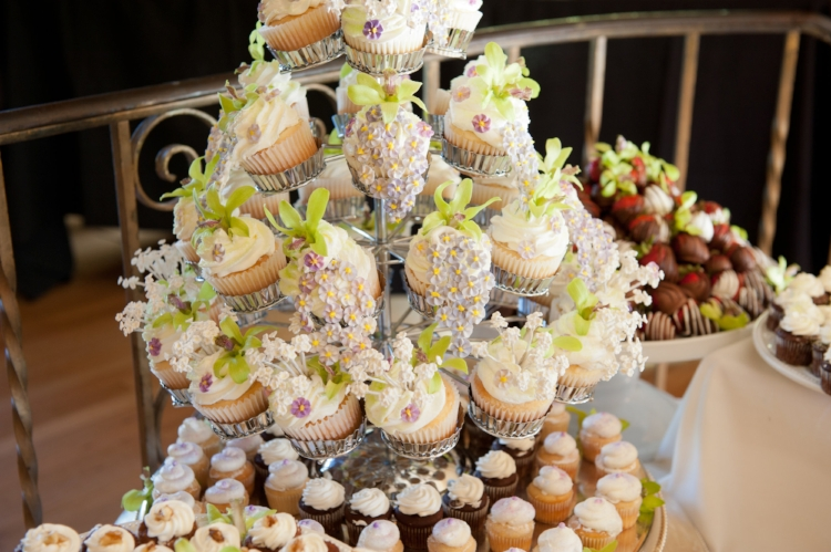 A beautiful wedding cupcake inspiration