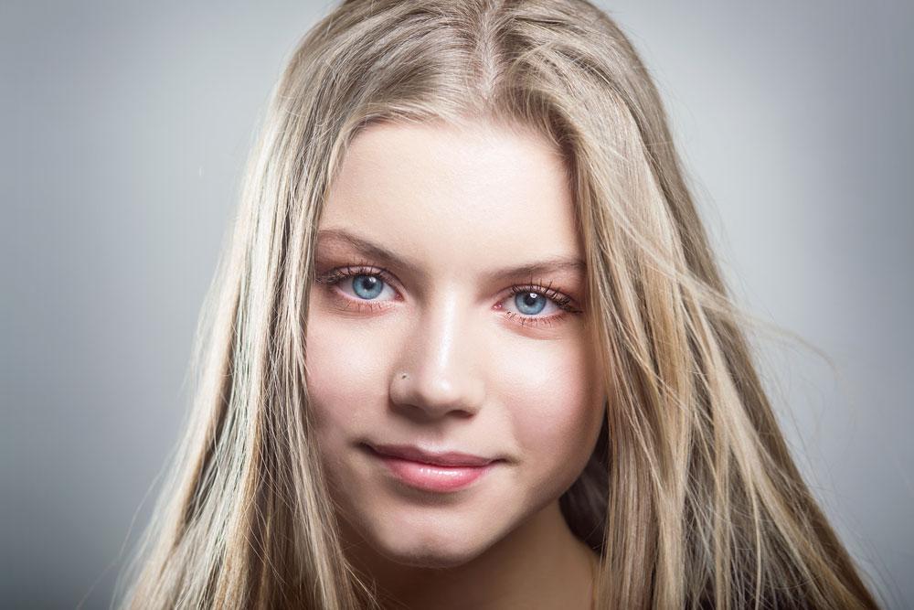 Horny skinny blonde teen