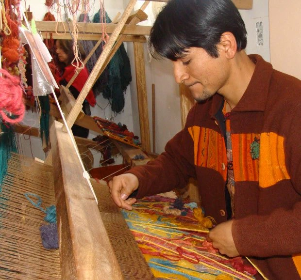 Alex Gallardo at the loom, 2008.