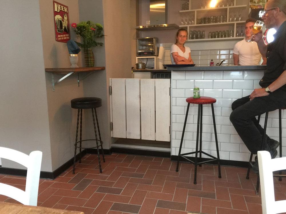 Afbeelding van een design café en bar met saloon deuren op maat.