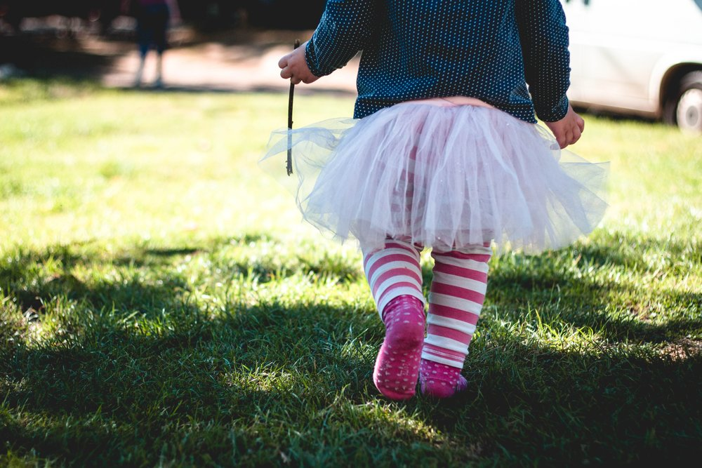 Children are always dancing. They don't need a studio, stage or teacher ... I wish I was young again!! I want to wear my tutu to the park and dance with the butterflies. Photo by Marjorie Bertrandon Unsplash