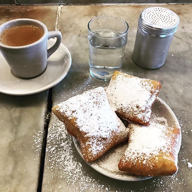 Beignets at Morning Call - the greatest way to start your day. Num nums!! #neworleans