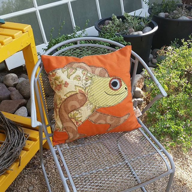 My first attempt at a lizard. He looks a little dinosaur like, but i find him charming. I hope others like him as much as I do! #pillow #applique #sewing #localaz #makers #fabric #upholsteryfabric #homedecor #gecko #lizard #handmade #cushions #desertwildlife #loyalbird