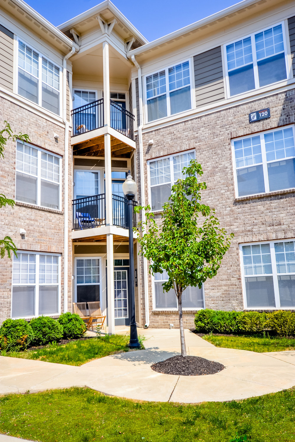 4 Downtown Indianapolis Apartments The Waverley triangle balcony.jpg