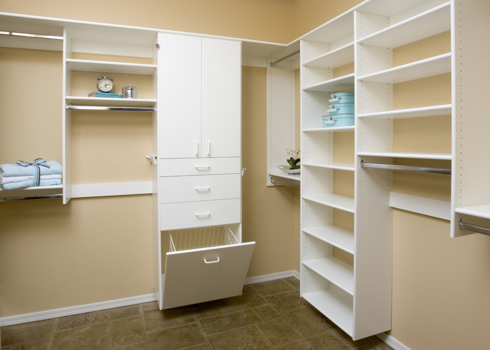 28- White Walk-in with Drawer Stack.jpg