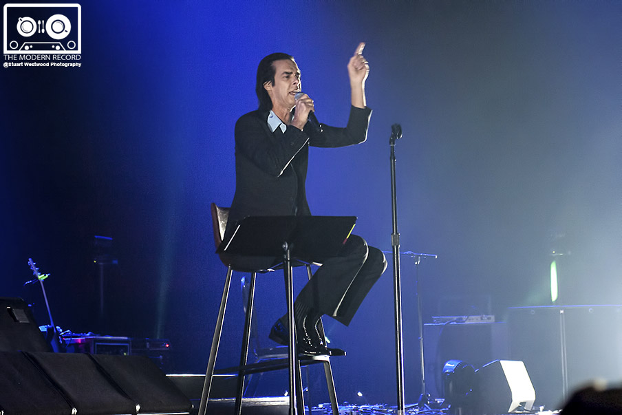 NICK CAVE & THE BAD SEEDS PERFORMING AT GLASGOW'S SSE HYDRO - 27/09/2017  PICTURE BY: STUART WESTWOOD PHOTOGRAPHY