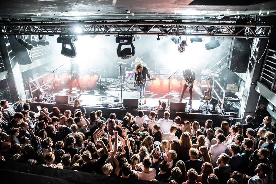 THE AMAZONS PLAYING EDINBURGH'S LIQUID ROOMS - 04/10/2017  PICTURE BY : PICSURE - EDINBURGH LIQUID ROOMS (HOUSE PHOTOGRAPHER)