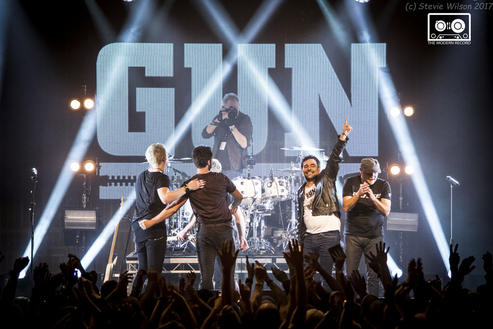 GUN PERFORMING TO SOLD-OUT HOMETOWN CROWD AT GLASGOW'S LEGENDARY BARROWLANDS - 02.12.2017  PICTURE BY: STEPHEN WILSON PHOTOGRAPHY