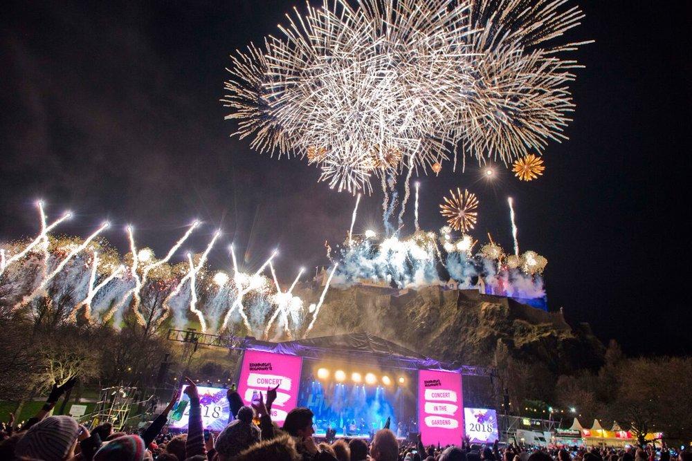 EDINBURGH'S HOGMANAY FESTIVAL... MIDNIGHT FIREWORKS DISPLAY  PICTURE BY: CHRIS WATT PHOTOGRAPHY