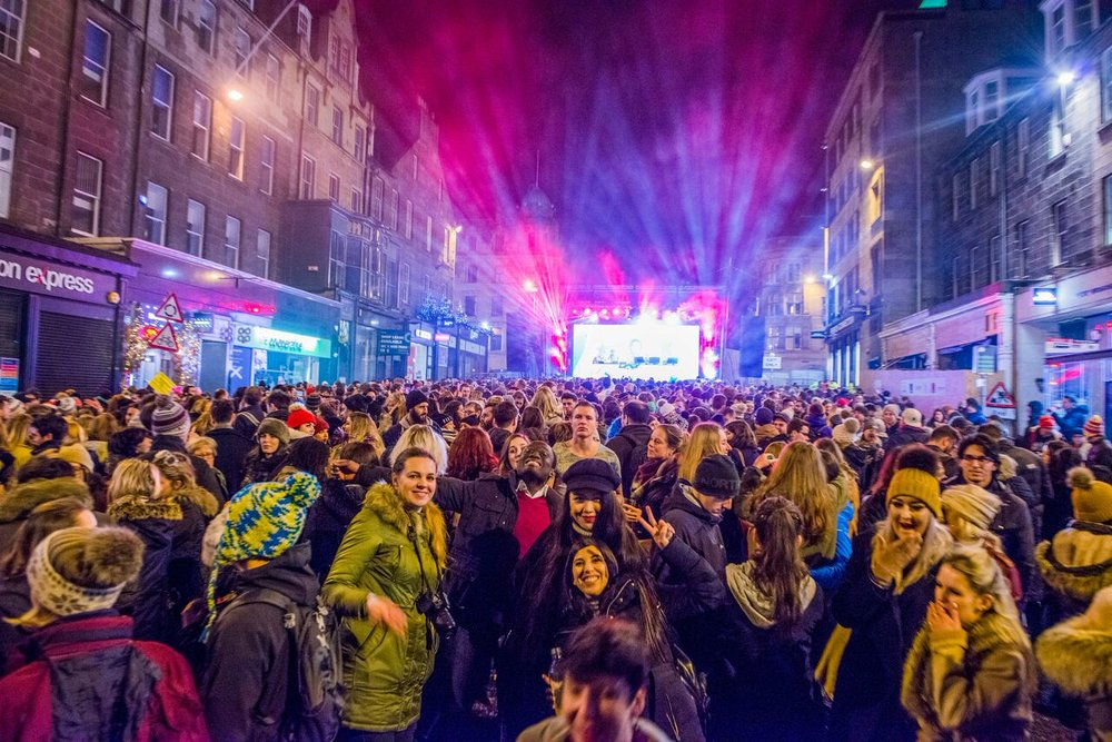 CROWDS AT THE LEGENDARY EDINBURGH HOGMANAY STREET PARTY   PICTURE BY: CHRIS WATT PHOTOGRAPHY
