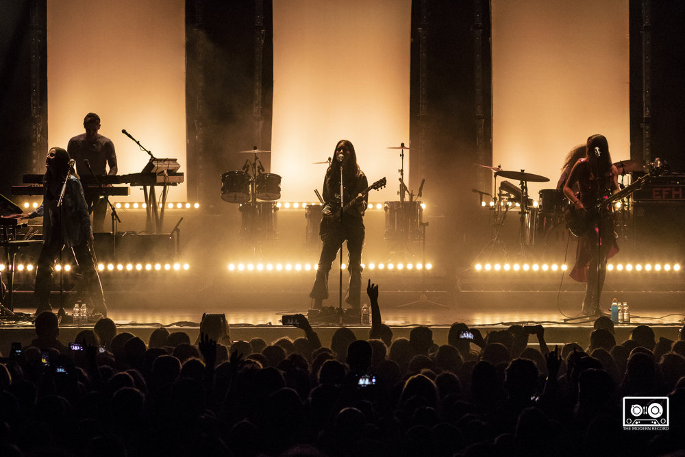 HAIM PERFORMING AT O2 ACADEMY, GLASGOW - 10.06.18                                                                          PICTURE BY: KENDALL WILSON PHOTOGRAPHY