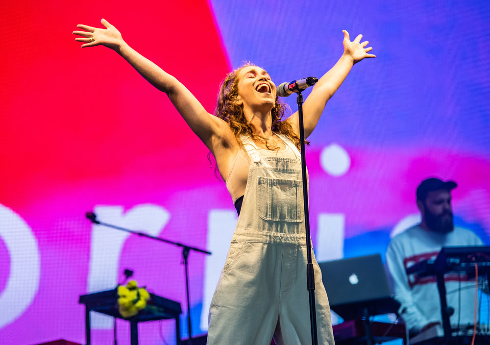 RAE MORRIS PERFORMING ON BBC RADIO 1 STAGE AT SECOND DAY OF LEEDS FESTIVAL 2018 - 25.08.2018  PICTURE BY: CALUM BUCHAN PHOTOGRAPHY