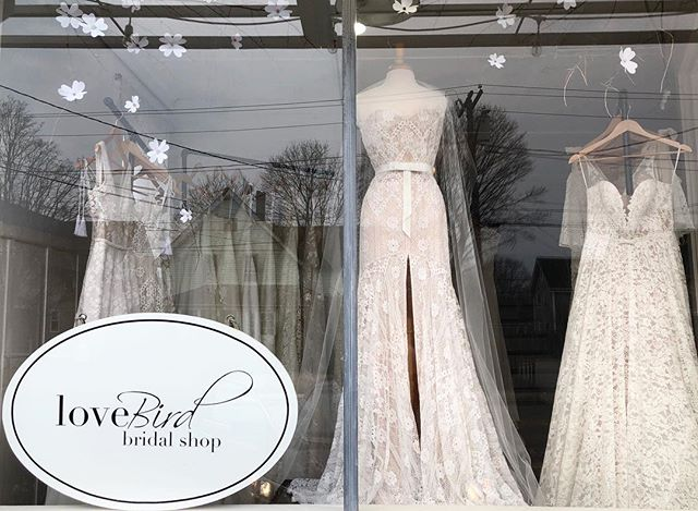 Current view of one of our windows. 🙌🏻 It's not too late to visit us this weekend! Our @xolimorrosen pop-up starts tomorrow. Let's find you the perfect gown! ✨. . . . . #xolimorrosen #bridalgown #bohobride #bohemian #florallace #windowdisplay #mannequin #beauty