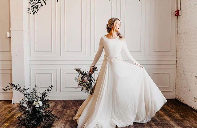 Pia. ✨. . . . . #piagown #edithelan #bridaldesigner #silktulle #madeintheusa #custombridal #floralarrangement