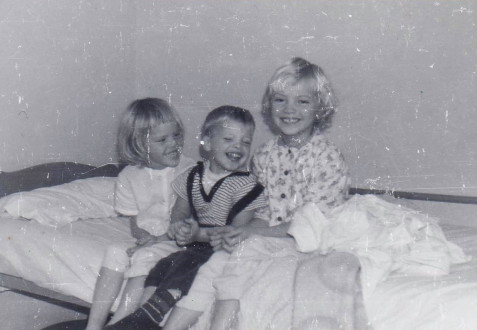 Len with two of his sisters, Debbie and Janice