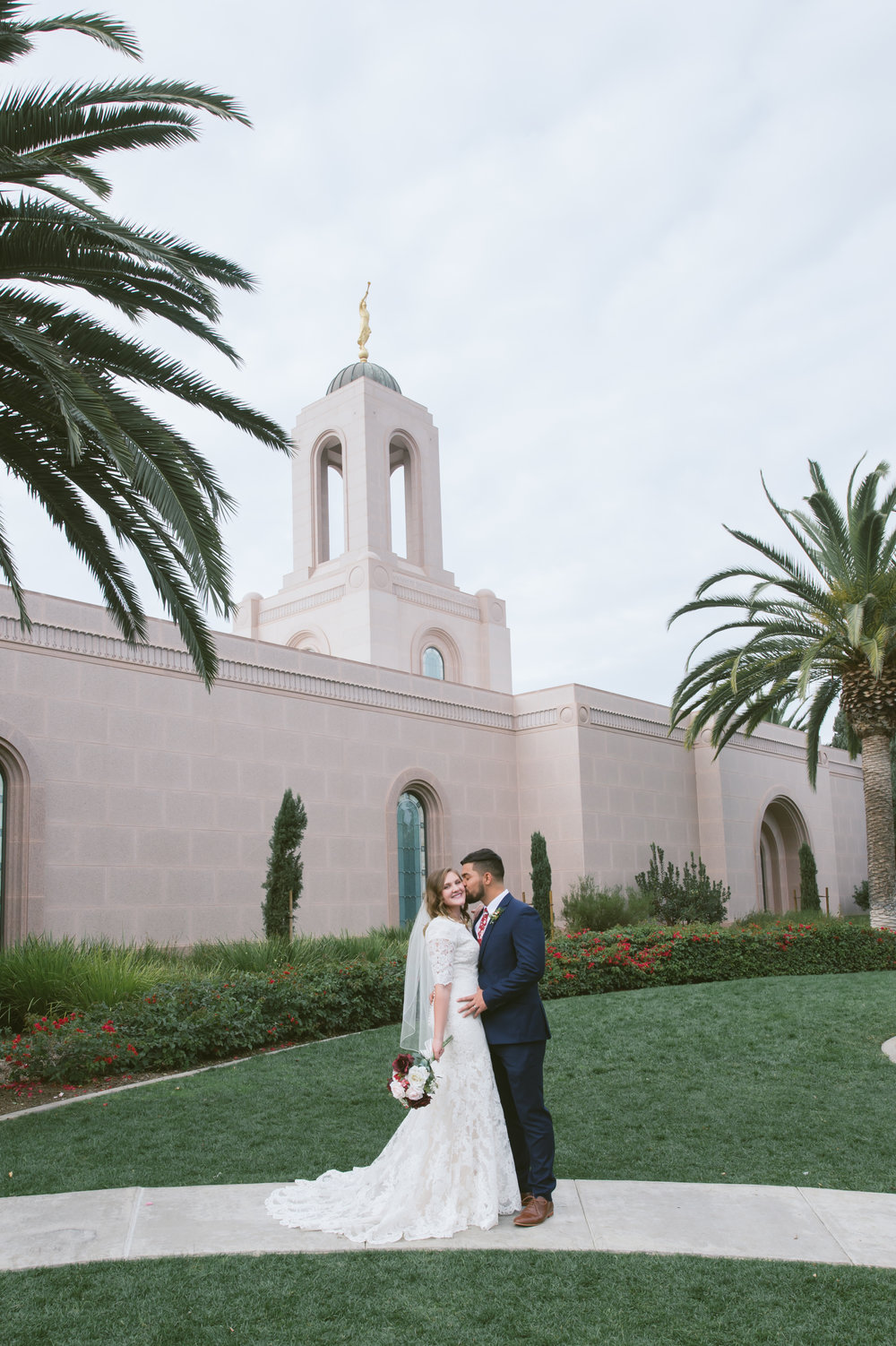 06Newport Beach LDS Temple Wedding Pictures.jpg
