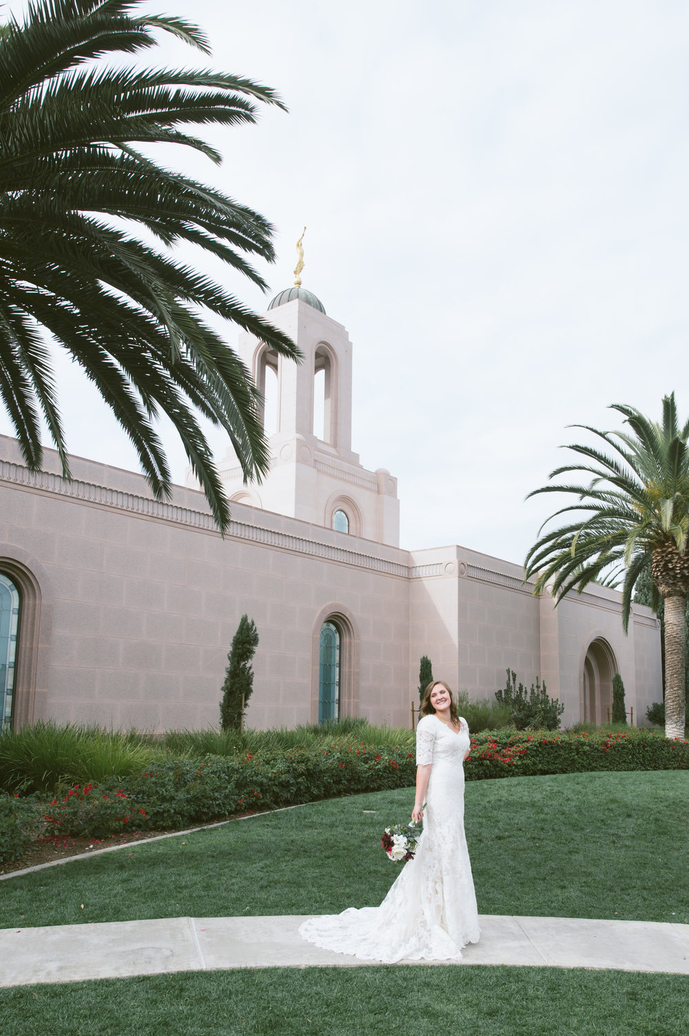 07Newport Beach LDS Temple Wedding Pictures.jpg