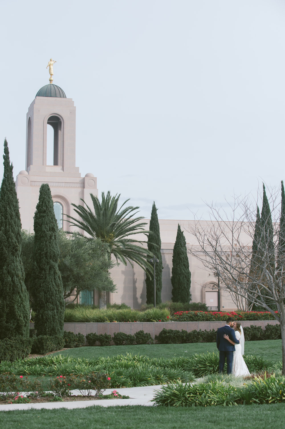 19Newport Beach LDS Temple Wedding Pictures.jpg