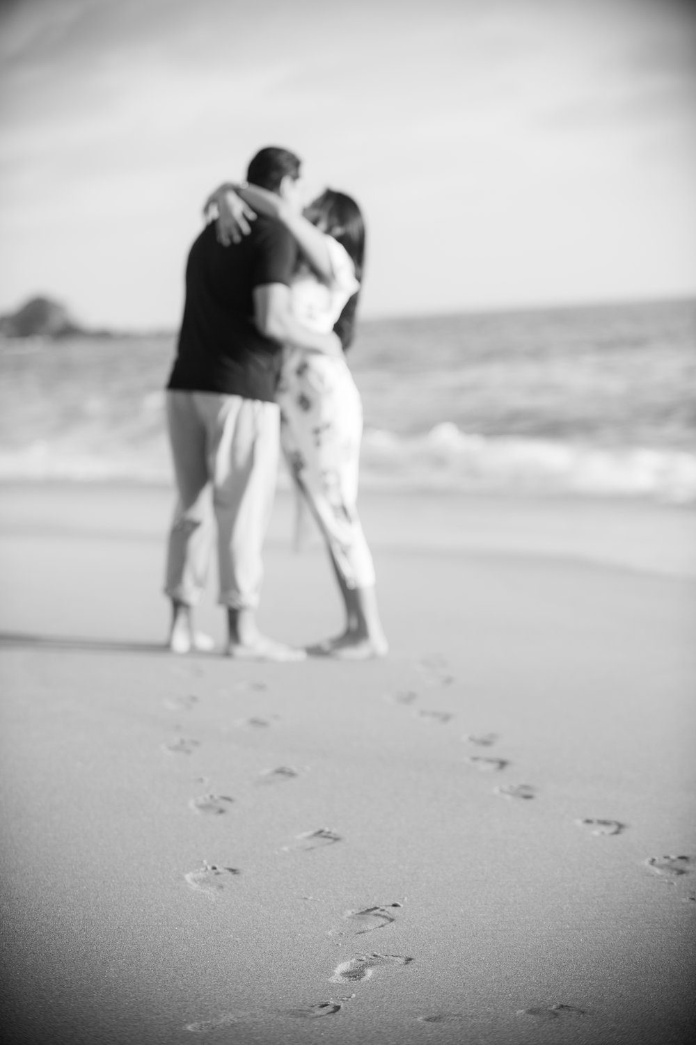 03Laguna- Victoria Beach Engagement Pictures.jpg