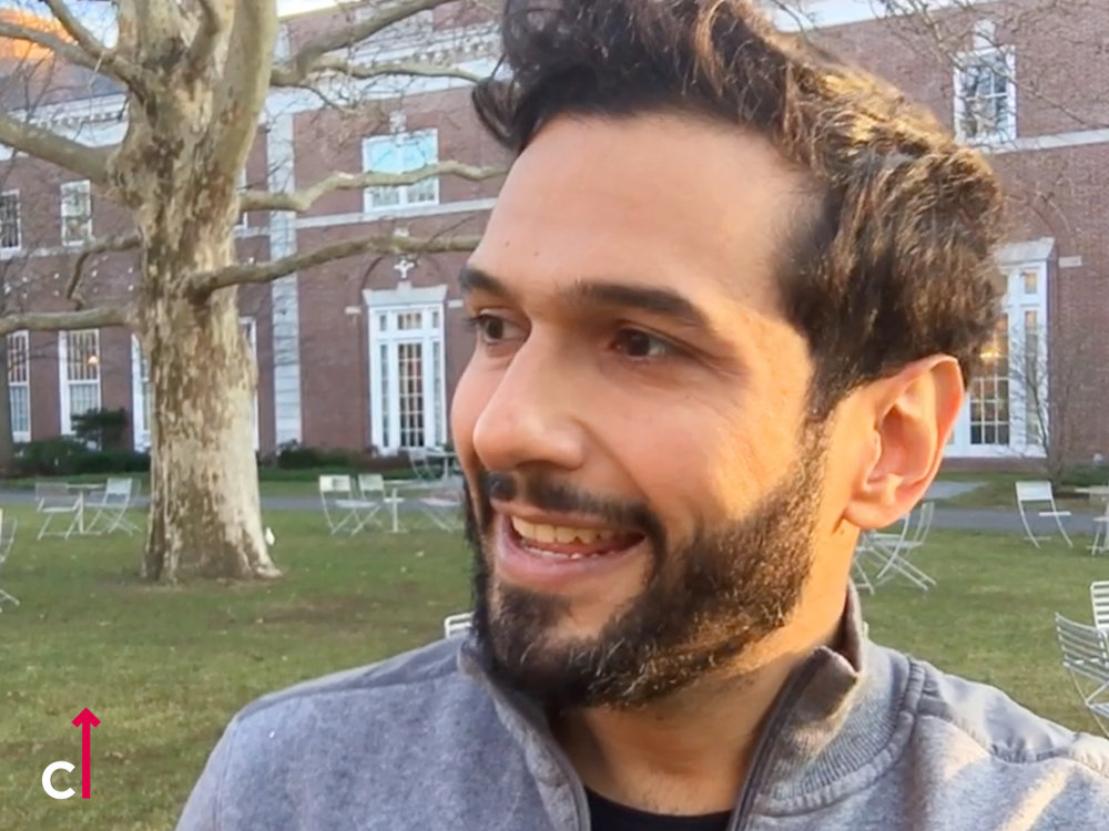 Rom Justa gravando na Universidade de  HARVARD  para o curso  CIRCUITO FORA