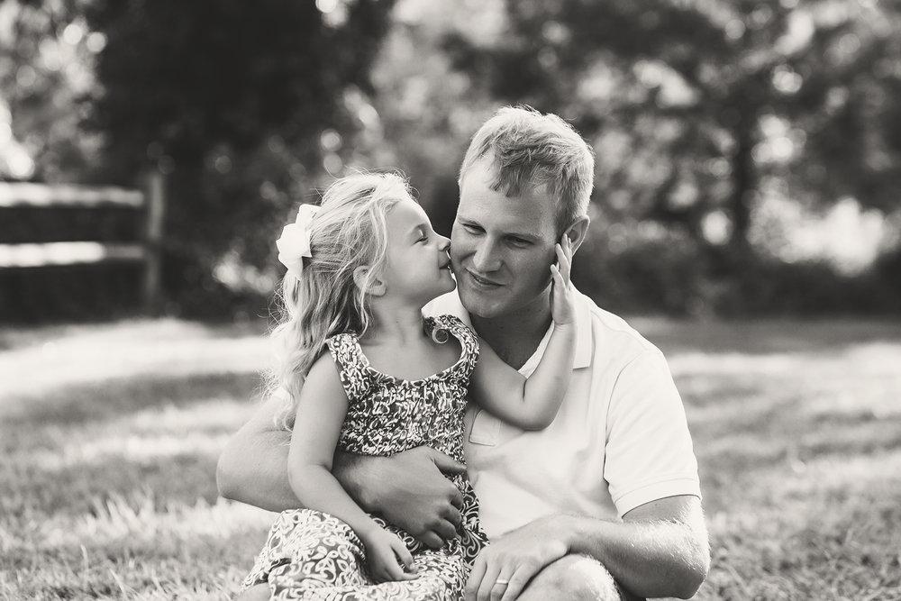 Riley_familysession_dad.jpg