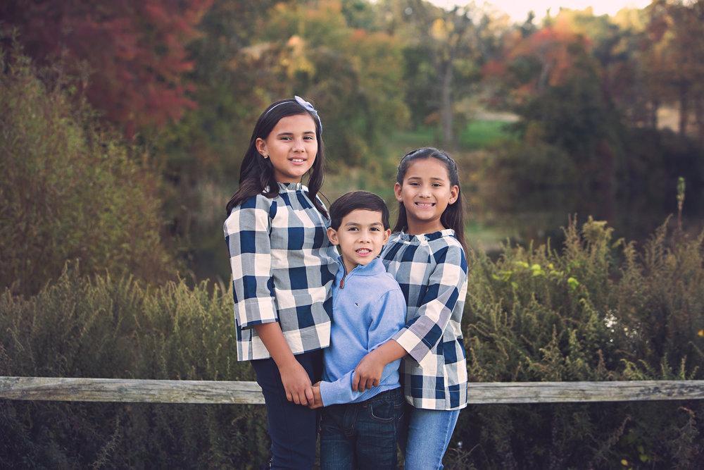 Riley-family_holmdelparksiblings.jpg