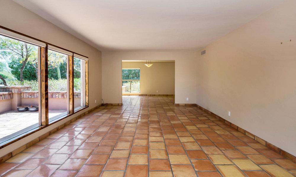4436 E Maderos Del Cuenta Dr-large-011-9-Living Room-1500x901-72dpi.jpg