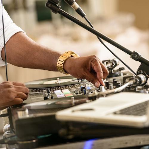 DJ's    DJ Drew   instagram/dr_dru_614   DJ Dayna  www.djdayna.com   Team DJ  www.teamdj.com    Night Music   www.nightmusicdj.com
