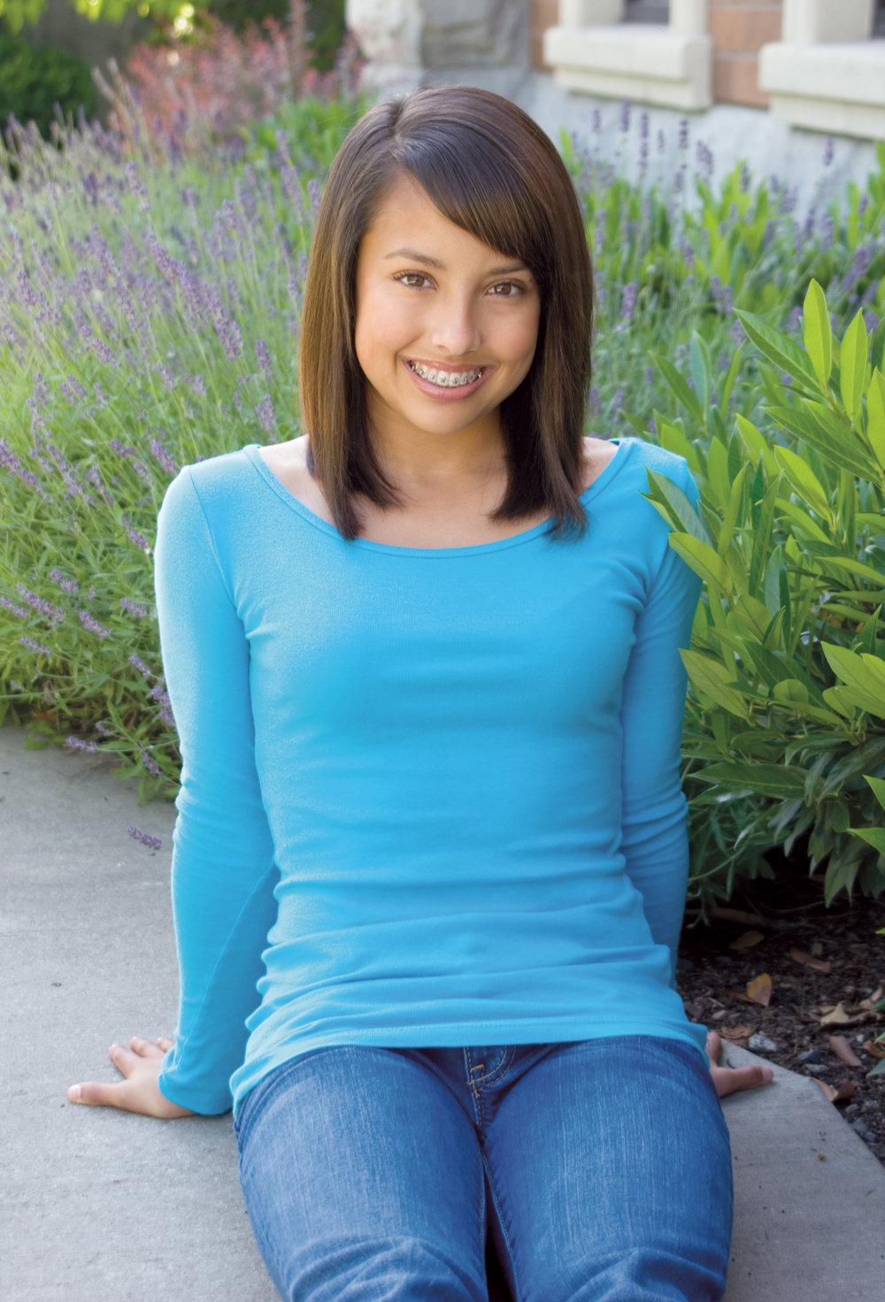 Teenage Girl wearing Damon Braces