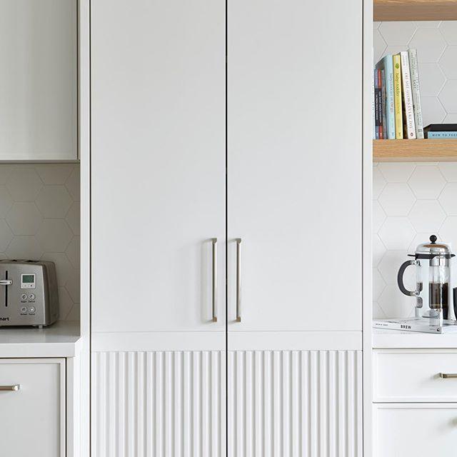 In the groove  #sarabedermandesign #groove #white #kitchendesign #kitchen #beauty #details #interiordesign  #renovation #construction #custom #bespoke #design #torontodesigner #decor #create #creative #interiors #designer #homedecor #home #LoveYourHome